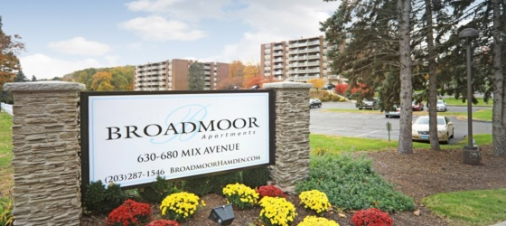 Housing Broadmoor Apartments for College Students